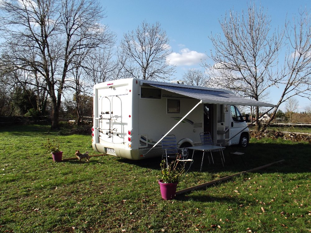 Aire camping-car à Concots (46260) - Photo 2